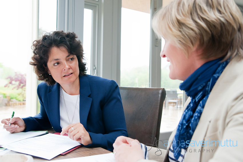 1-to-1 coaching session with two businesswomen