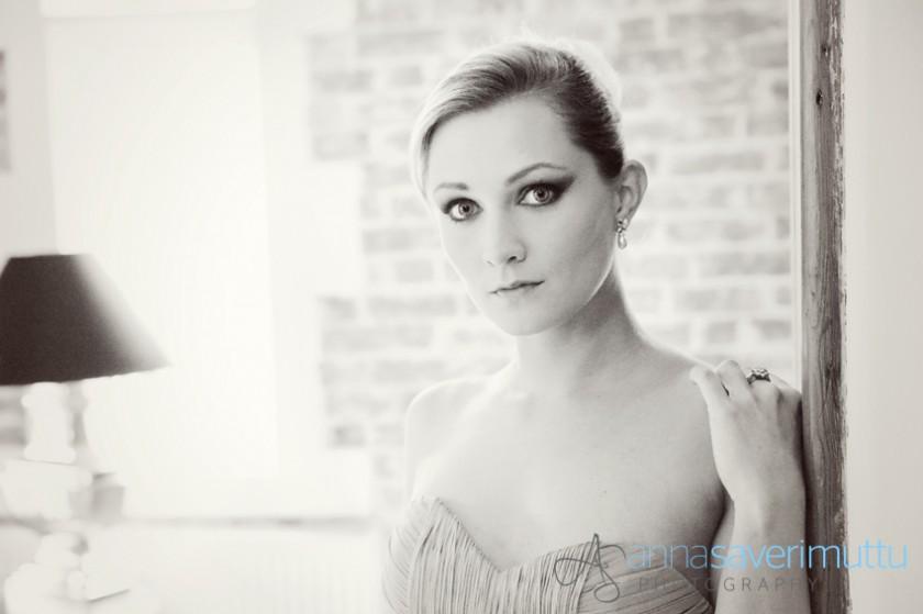 Women's Couture Portraiture copyright Anna Saverimuttu 011